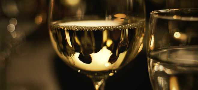 Недопитая бутылка вина