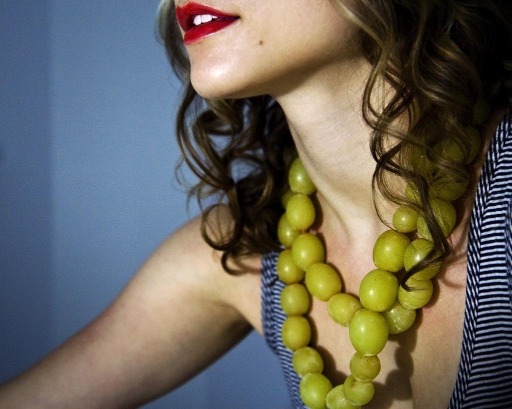 Ожерелье из мороженного винограда