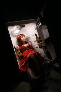 Девушка в холодильнике