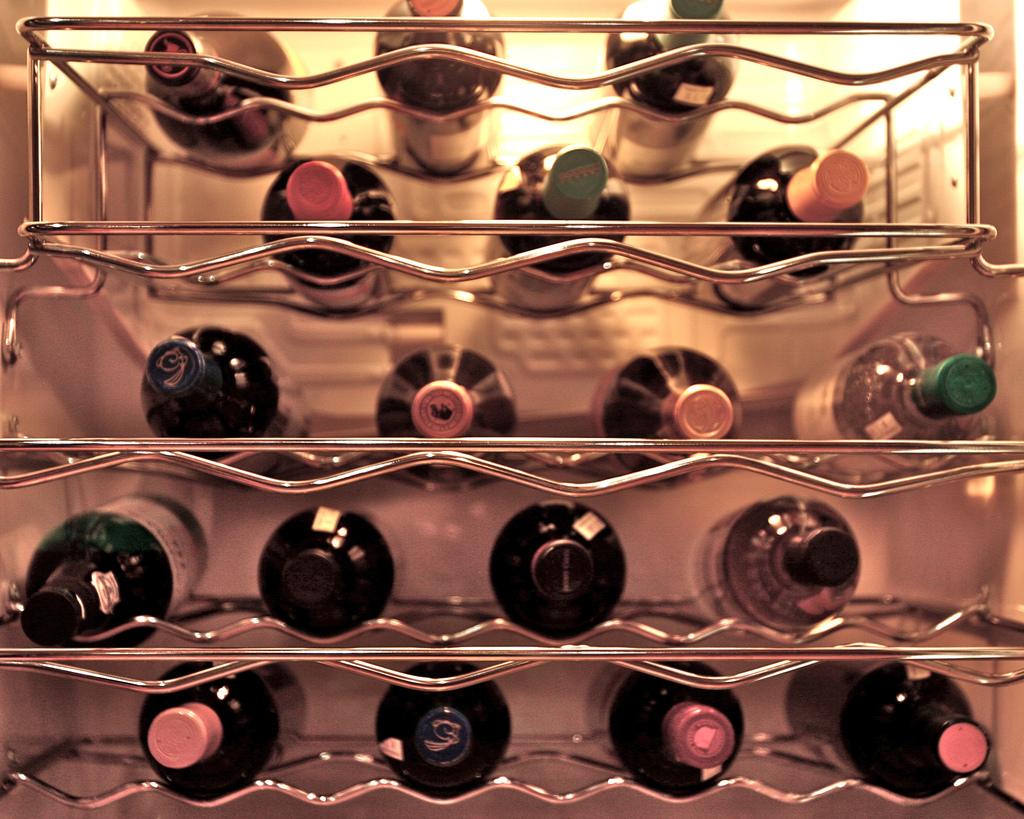 Холодильник с вином