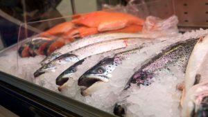 Соленая рыба в холодильнике