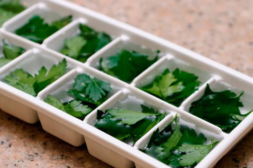 Измельченная зелень в кубиках